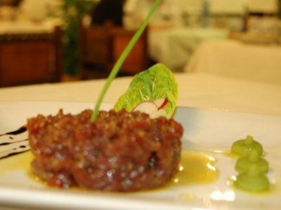 Deliciós Steak Tartar Tallat A Ganivet A Casa Jordi